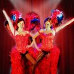 Costume et déguisement de cabaret plumes corset danseuse french cancan plume autruche rouge et noir