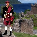 costume et déguisement écossais kilt rouge et noir cornemuse écosse