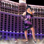 Costume et déguisement de disco paillette années 80 années 70 années 60 strass brillant brille brillante paillette noir et violet robe
