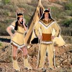 Costume et déguisement de indien indienne popcahontas nagawika plumes tipi beige marron